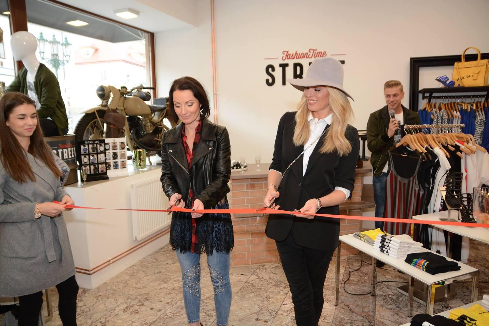 Nový příbramský módní obchod otevřela Simona Krainová 967afc5c73